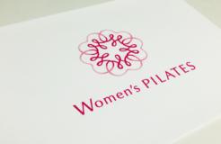 Women's PILATES <br/>ロゴマークとパンフレット